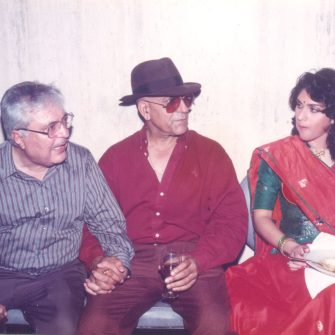 N.N. Sippy with Amrish Puri and Meenakshi on the set of Aaj Ka Goonda Raaj